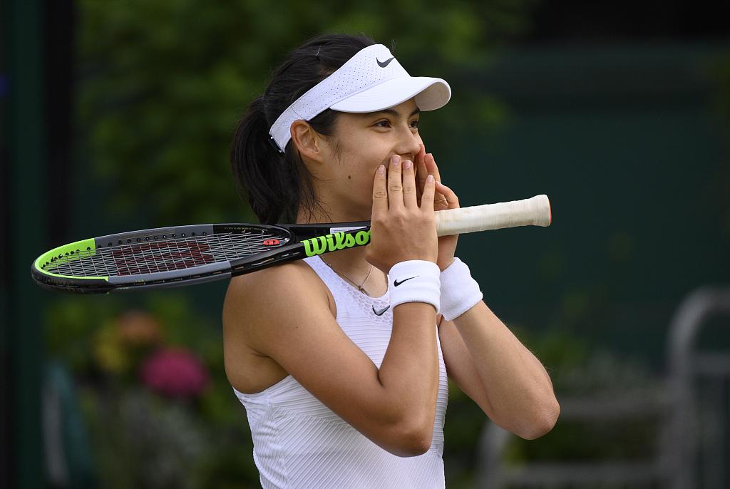 拥有中国血统的英国网坛新人艾玛-拉杜卡努