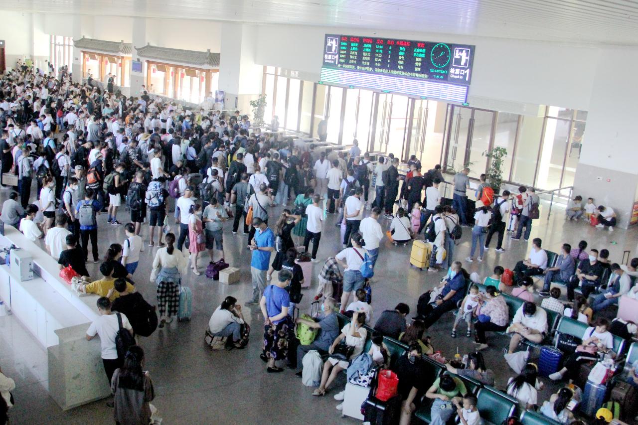 河南省特大暴雨致多趟列车停运或折返_兰州(9549646)-20210721150328.jpg