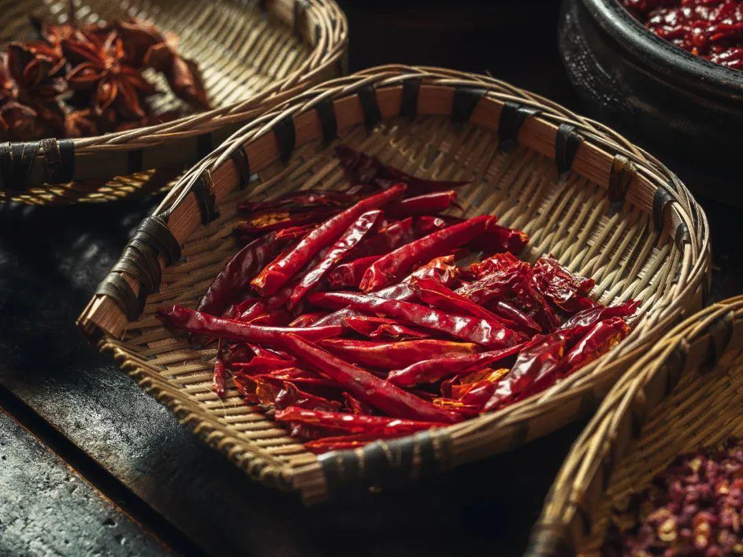 ▲ 豆瓣酱和辣椒是塑造近代川菜味型最重要的两位调料新人。上、下图摄影/吴学文