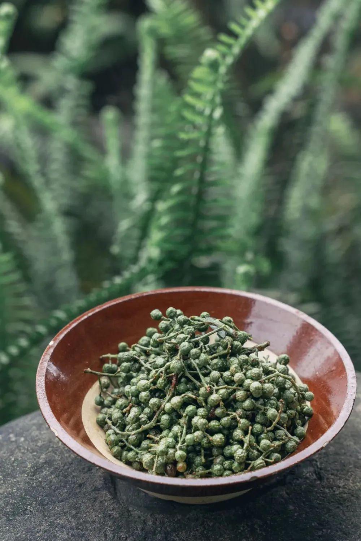▲ 藤椒的风味和它的颜色一样清爽怡人。摄影/吴学文