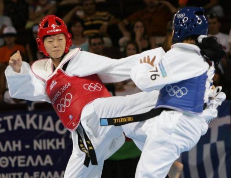 中国跆拳道选手罗微在04年奥运会上逆转斩获金牌