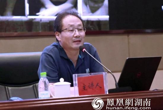 文化和旅游部中国艺术研究院研究员王保国开讲《理解摄影的精神》