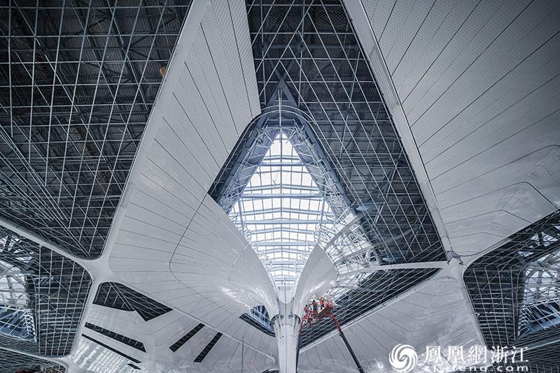 杭州萧山国际机场在建T4航站楼钢结构屋顶 尚天宇 摄
