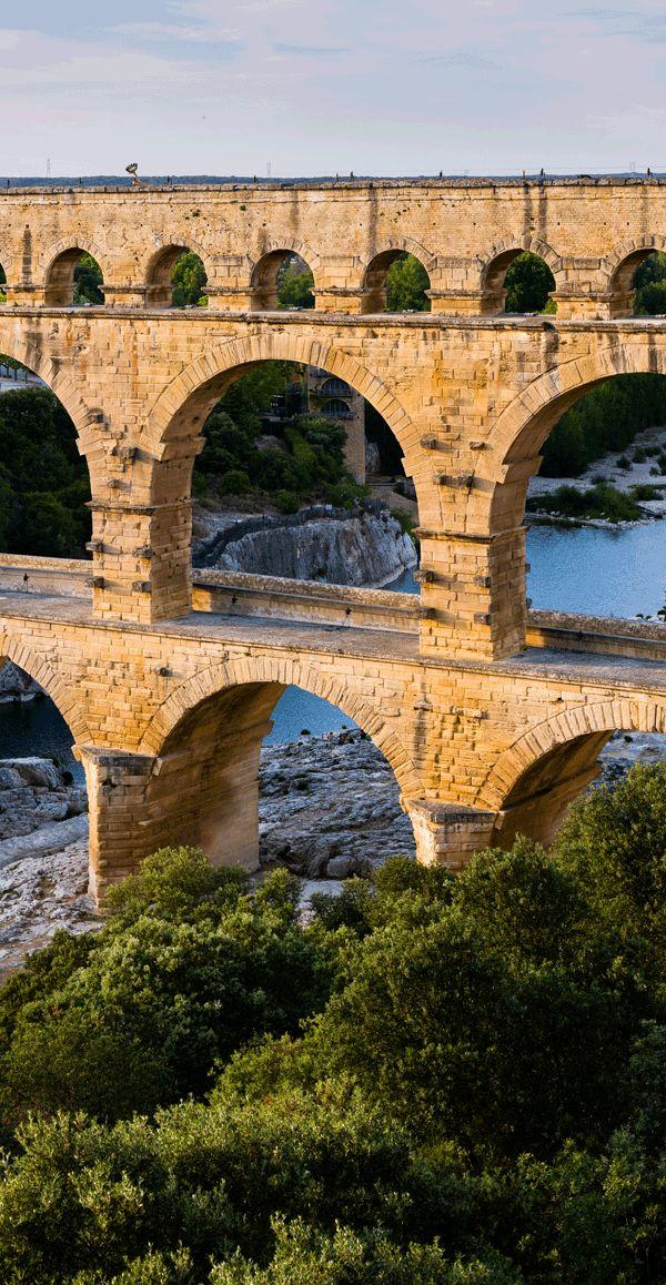 法国加尔桥是一座石灰岩高架渡槽,由罗马人在大约2000年前修建而成。 图源:enrmhprize