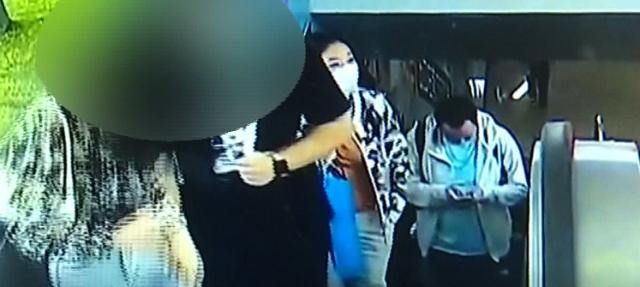 男子地铁站偷拍被抓 手机里藏有多名女性裙底视频