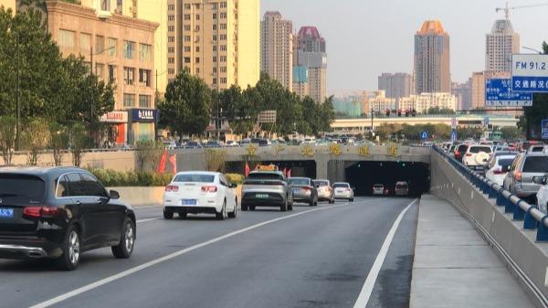鄭州京廣路隧道試通行 目前雙向各開通一條車道