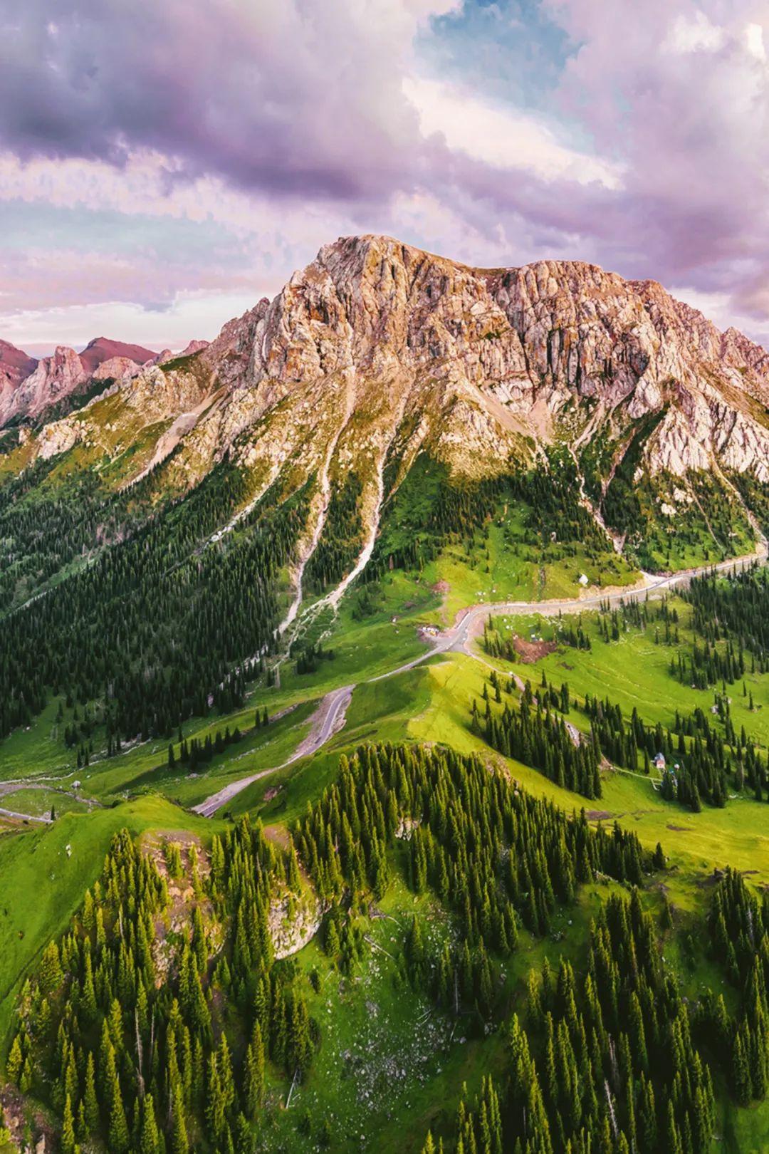 ▲ 中天山山脉,乌孙山的白石峰。摄影/赖宇宁