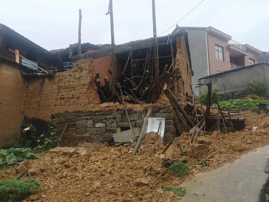 △倒塌的房子