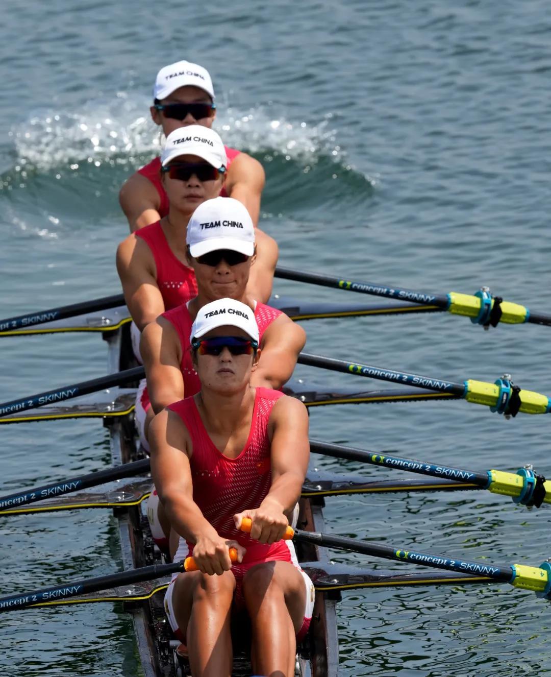 中国女子四人双桨组合参加东京奥运会赛艇比赛。图源新华社