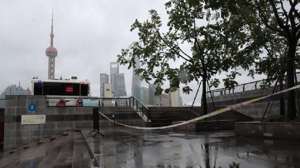 """上海备战台风""""烟花"""":取消25日所有客运航班 19点后至上海高铁全停运"""