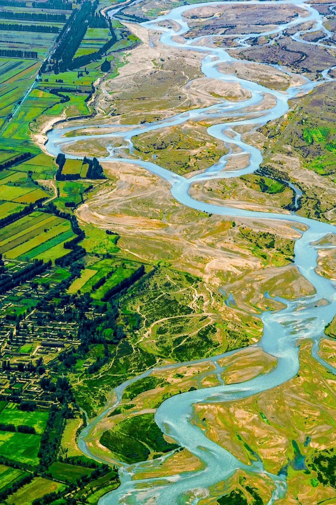 ▲ 伊犁河,河水摆荡不定,如同少女散开的发辫。摄影/赖宇宁