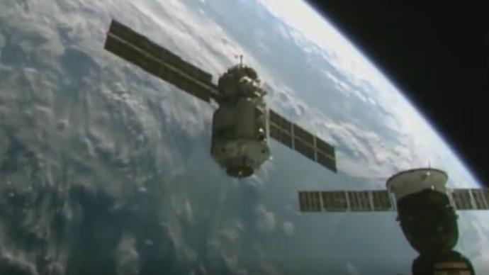 """11年来首次!俄罗斯""""科学""""号实验舱与国际空间站成功对接"""
