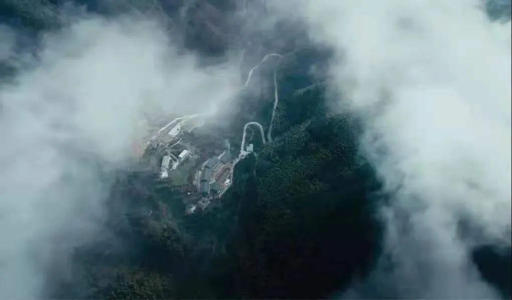 浙江山里,他们用150000块石头重建古村,神仙都想来隐居