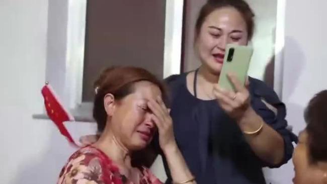 孙一文夺冠时亲友沸腾母亲落泪
