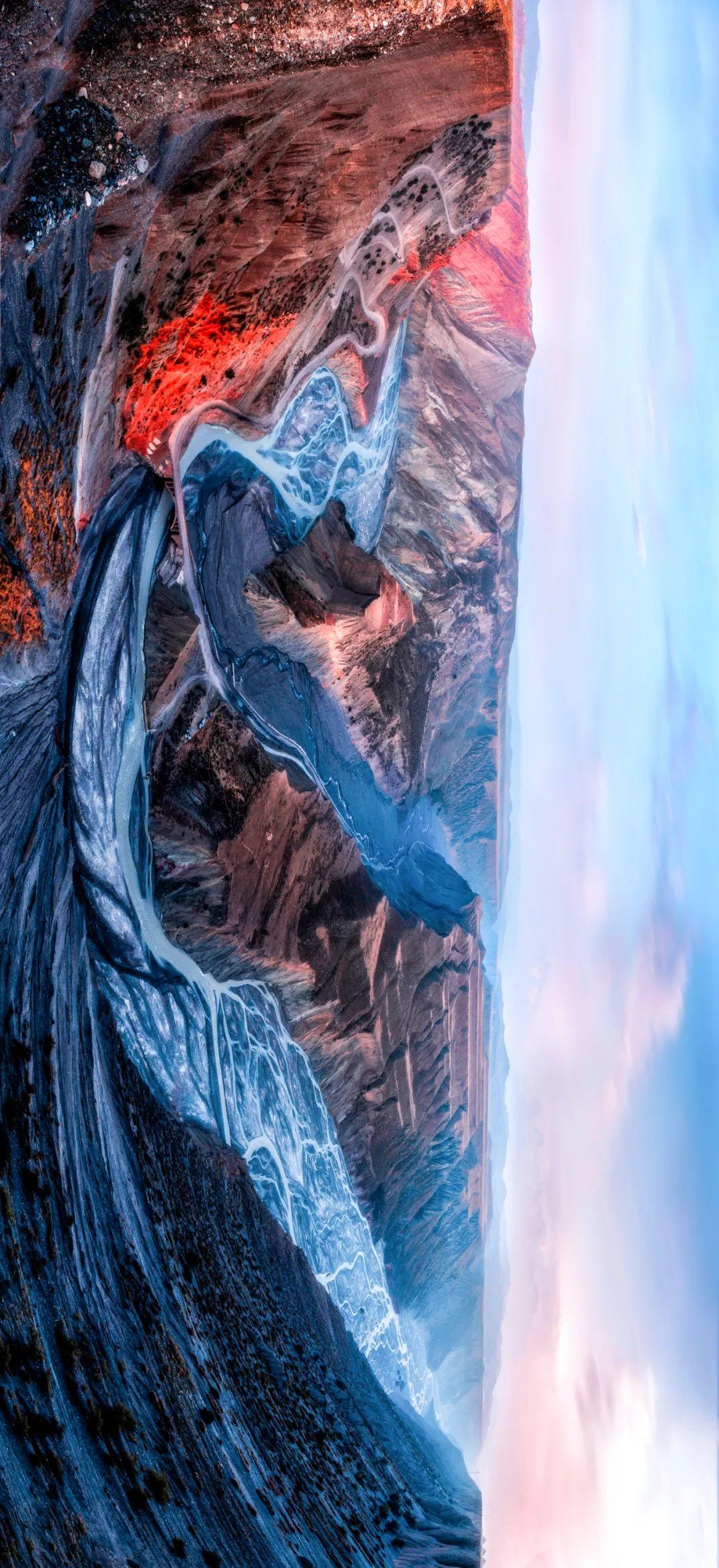 ▲ 安集海大峡谷。位于伊犁哈萨克自治州塔城地区沙湾县安集海镇以西的天山北麓地质断裂带。摄影/王伟
