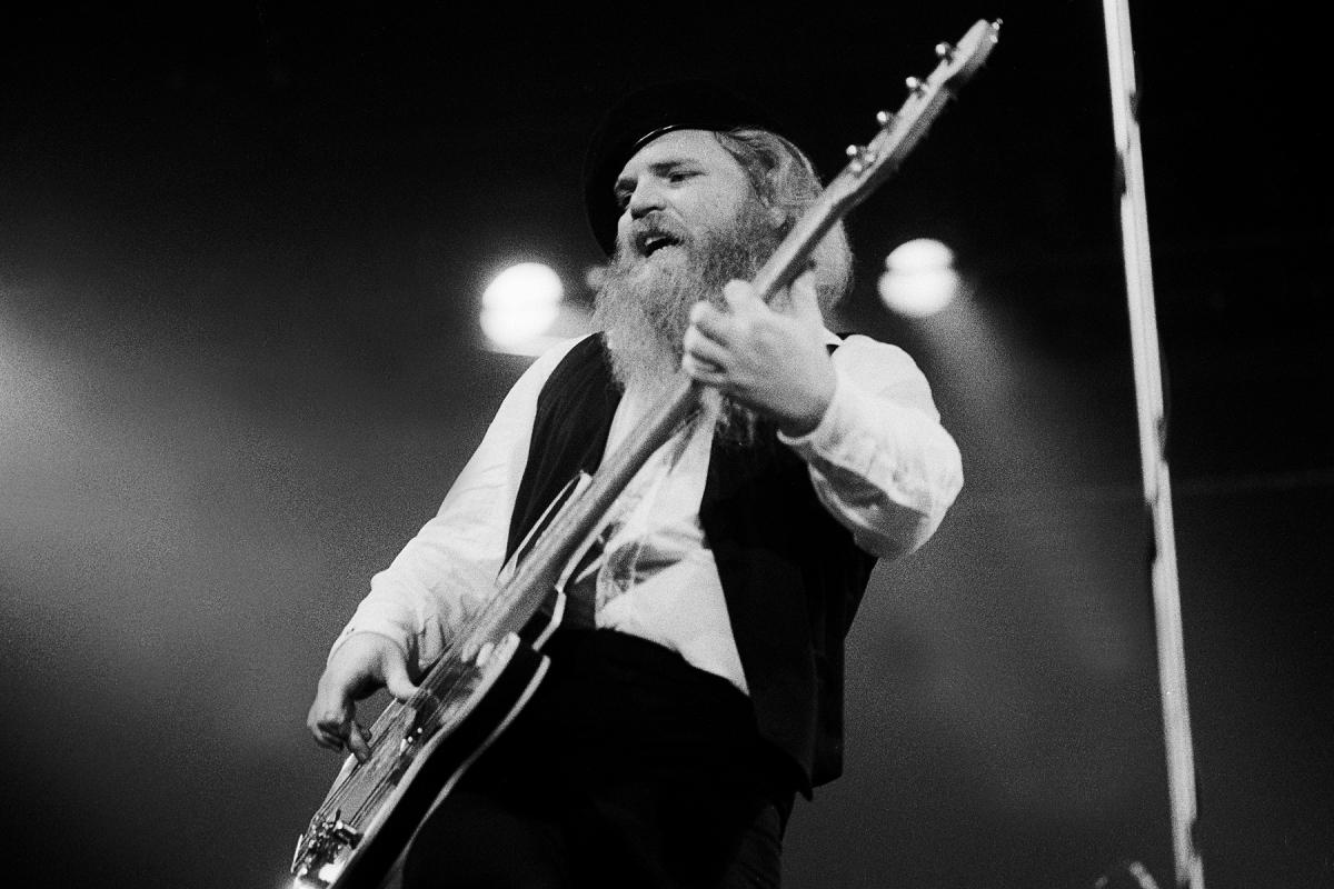 美国摇滚乐队ZZ TOP贝斯手Dusty Hill去世 享年72岁