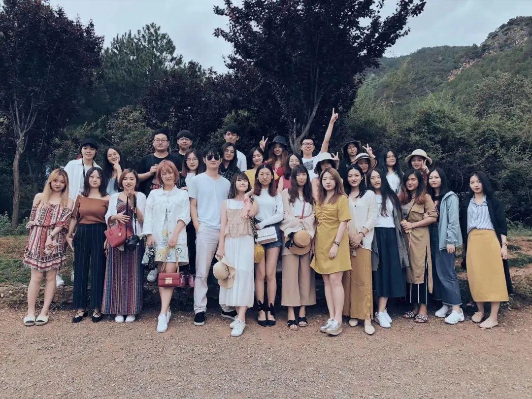 时刻文化团队在丽江旅游时拍的照片。 图源:受访者供图