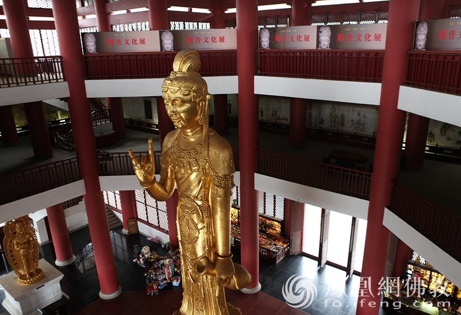 崇圣寺观音阁内观音立像(图片来源:凤凰网佛教 摄影:丹珍旺姆)
