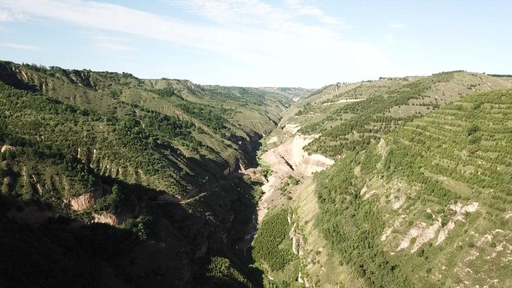 俯瞰连接陕西、宁夏和河西走廊的石道坡遗址(无人机照片)