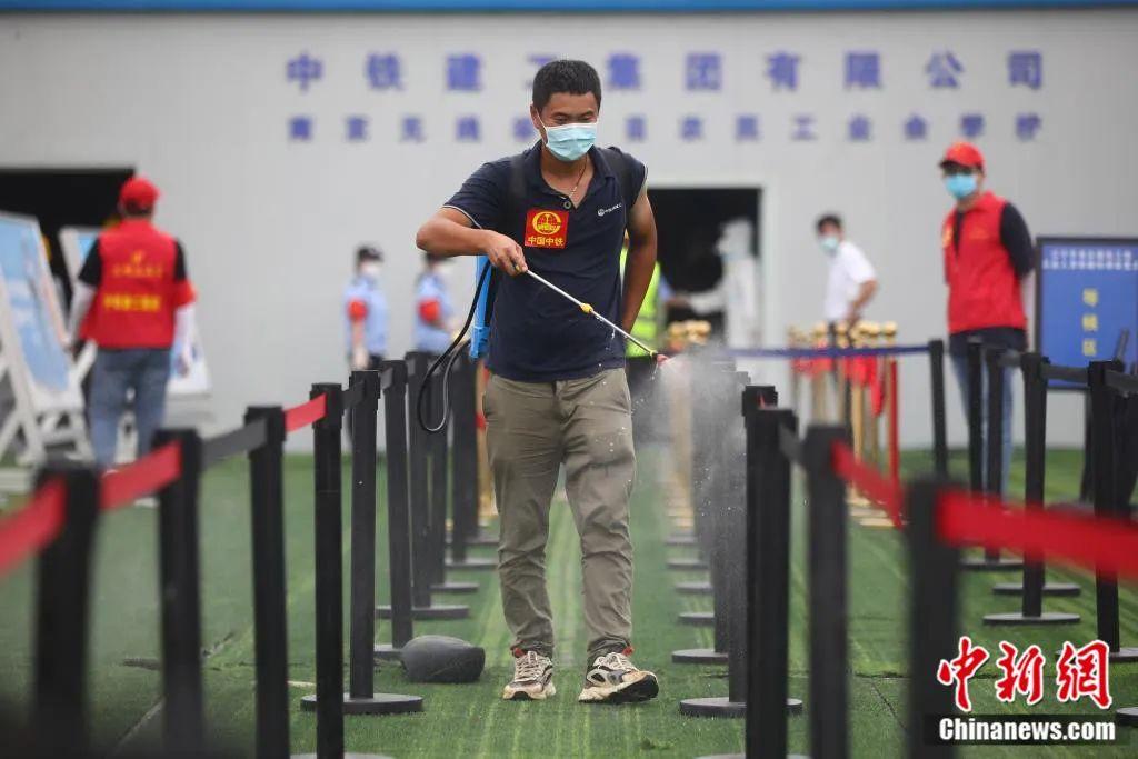 """南京的战""""疫""""。泱波 摄"""