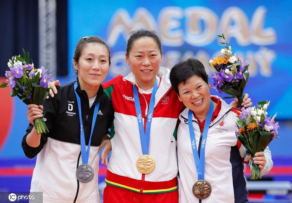 (欧洲运动会乒乓球比赛,领奖台上3张中国面孔)