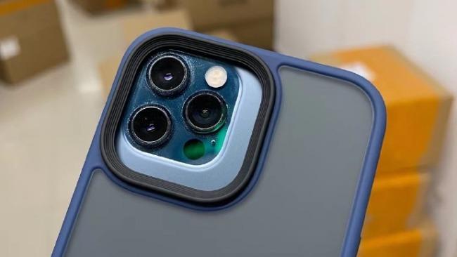 图为配件供应商提前制造出的iPhone 13手机壳