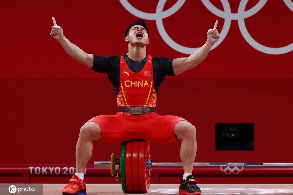 举重运动员一生都在抵抗地心引力 而现实的引力更沉重 | 凰家看台