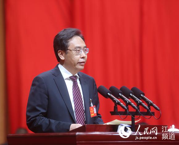 时任南通市长王晖作政府工作报告。潘冬冬摄