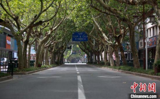 扬州街头空空荡荡。 孟德龙 摄