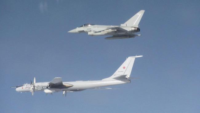 空中角力:北约两架战机波罗的海上空紧急拦截4架俄军机
