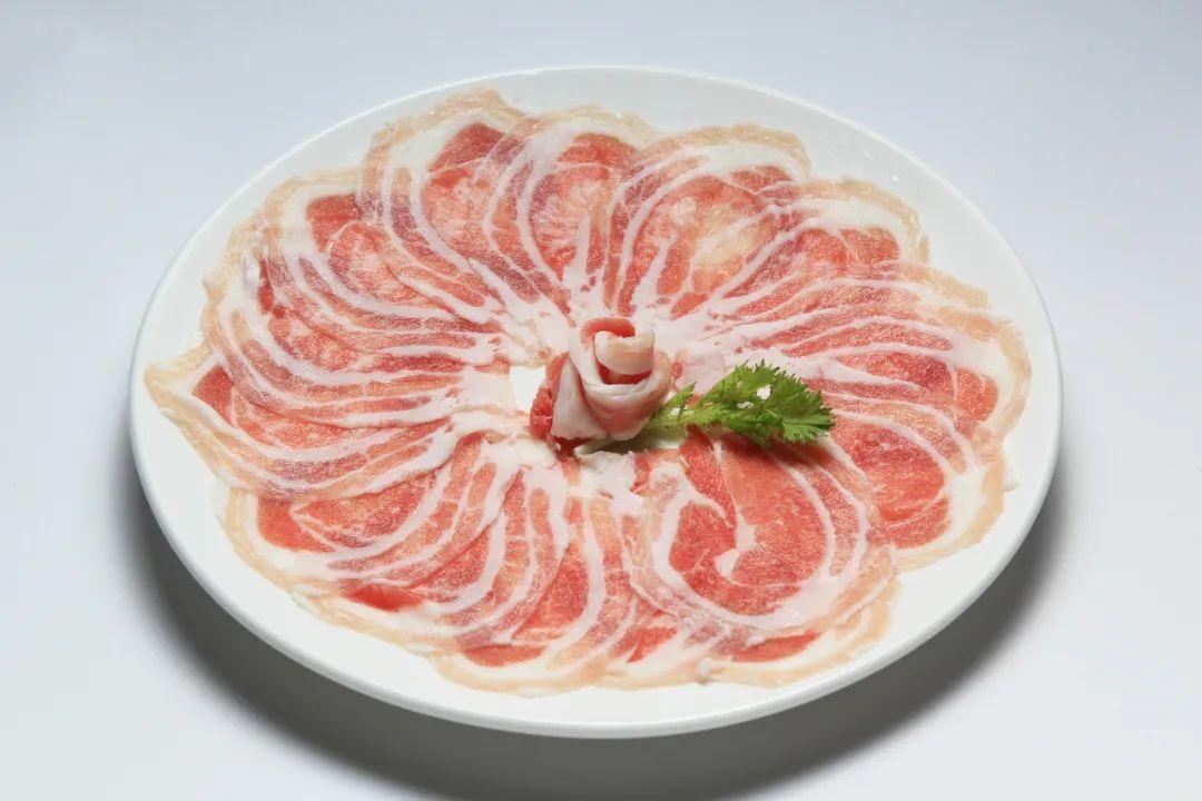 △生猪肉切片摆盘 / 图虫