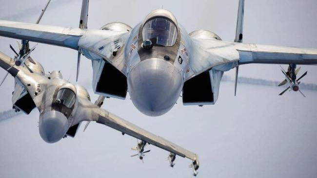 俄军一架苏35战机在鄂霍茨克海坠毁 飞行员跳伞后获救