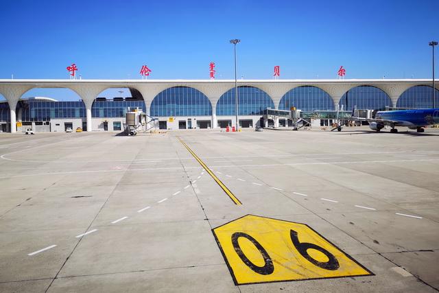 内蒙古呼伦贝尔海拉尔机场。摄影/章轲