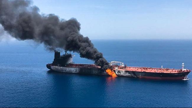 """又有油轮在阿曼海域遭袭 海湾地区为何频现""""无人袭船战""""?"""
