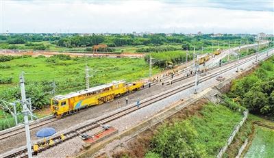8月2日,湛江大道铁路便线拨接工程顺利完成 张锋锋 摄