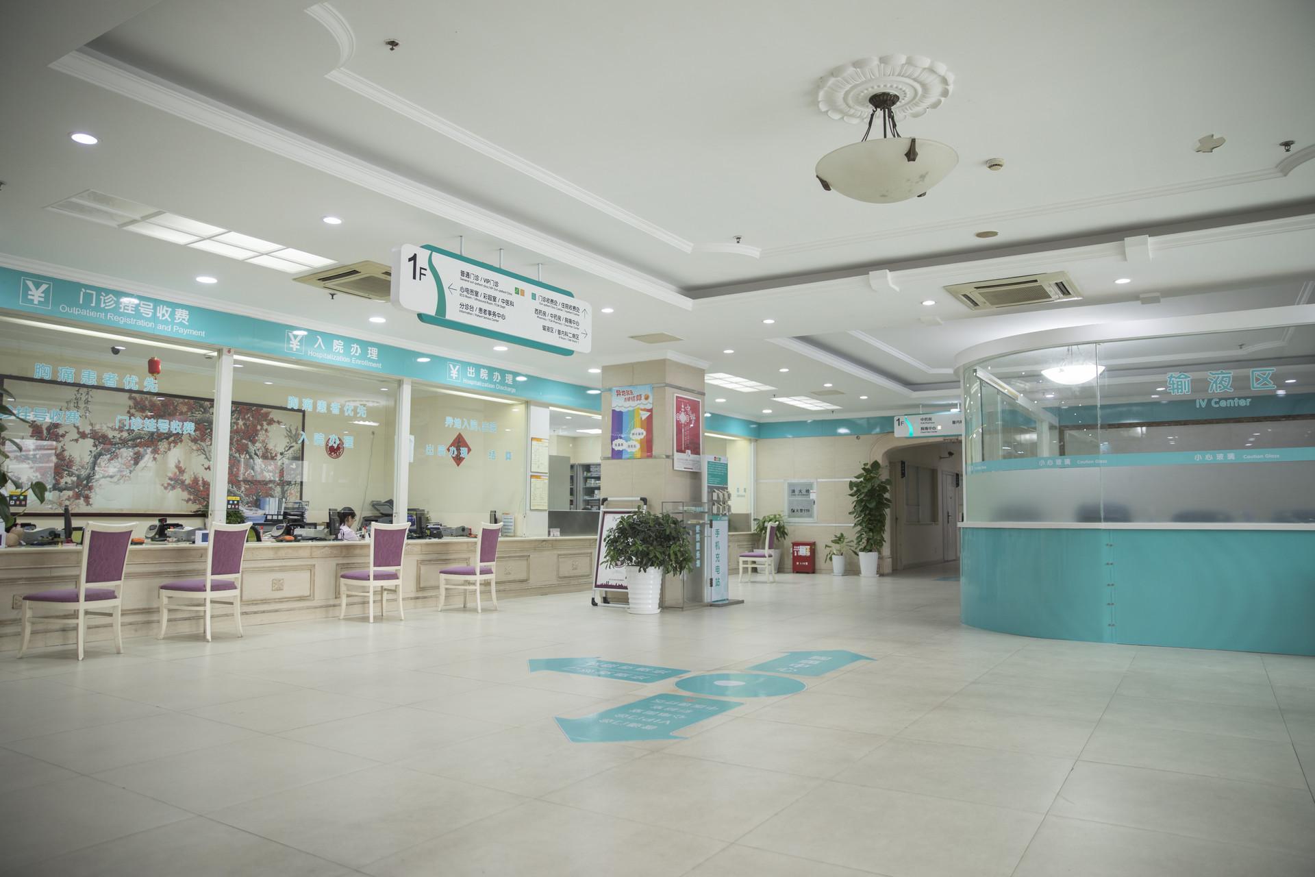 青岛多家医院发布就诊须知:病区出入管控 谢绝探视