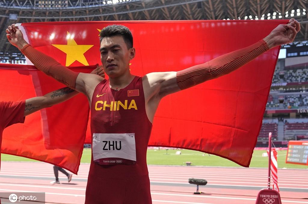 奥运男子三级跳摘银 朱亚明:奇怪总在单数年出成绩