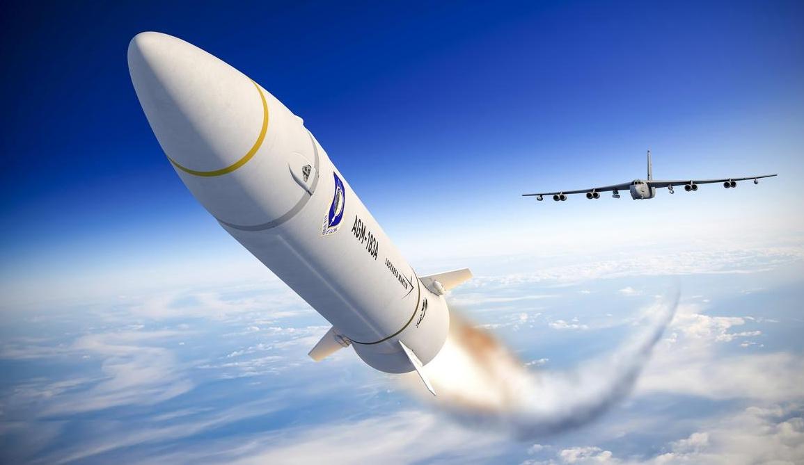B-52H战略轰炸机发射AGM-183A高超声速导弹设想图。