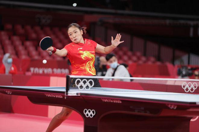 刘诗雯因伤退出女团比赛 王曼昱替补出战