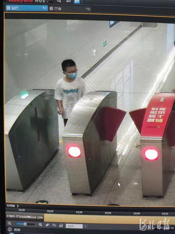 """""""粗心妈""""地铁丢娃 石家庄轨道公安民警50分钟帮找回"""