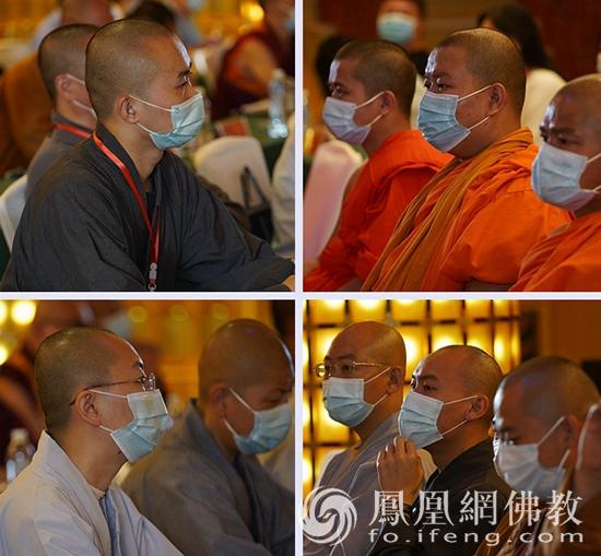 认真聆听(图片来源:凤凰网佛教 摄影:明捐法师)