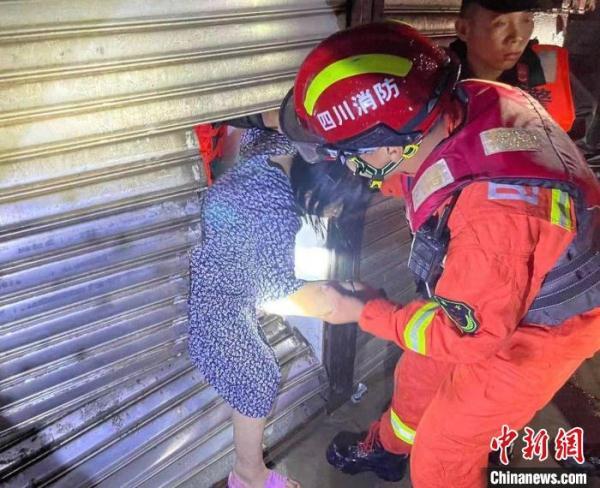 四川巴中等地遭遇暴雨天气5600多人紧急避险转移