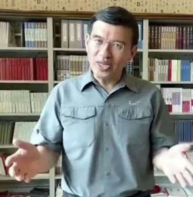 朱迅老公罕露面,身材发福老态清晰,曾是央视名主办现任大学教授