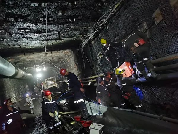 ▲ 矿井里情况复杂
