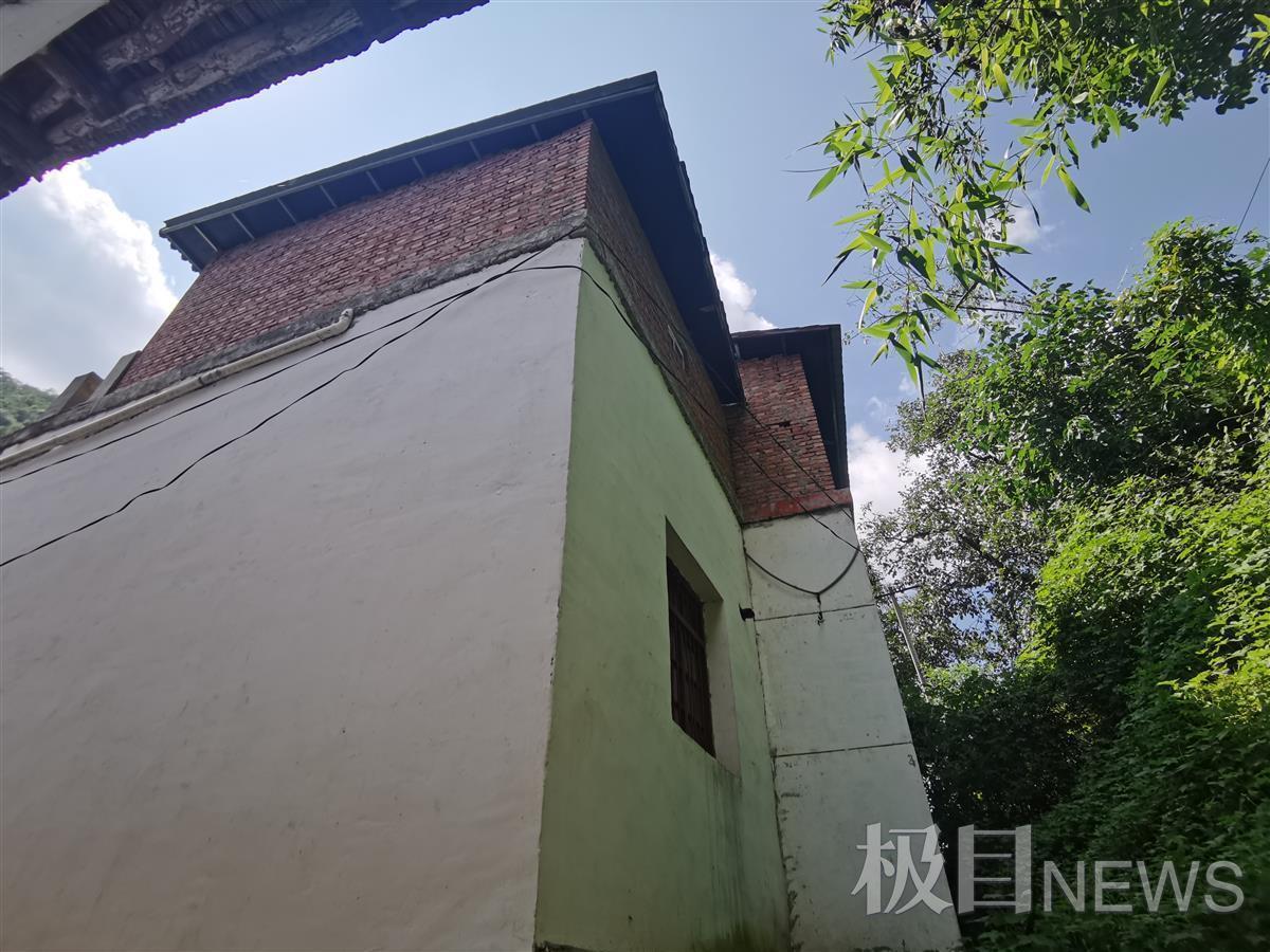 邻居加盖的房屋