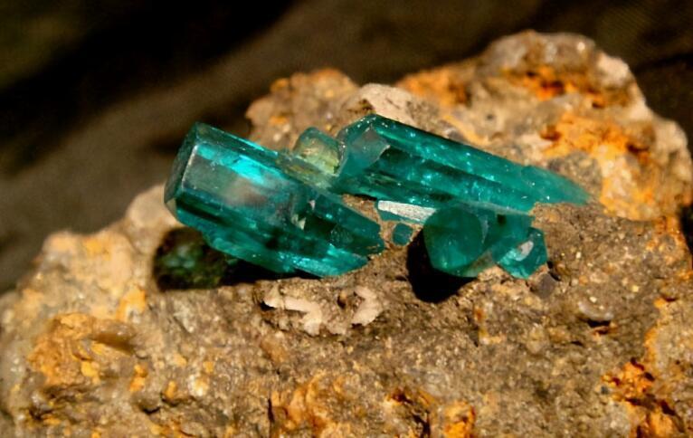 马苏德的游击队一度仅靠倒卖潘杰希尔当地的特产——祖母绿矿石来维持部队的军饷