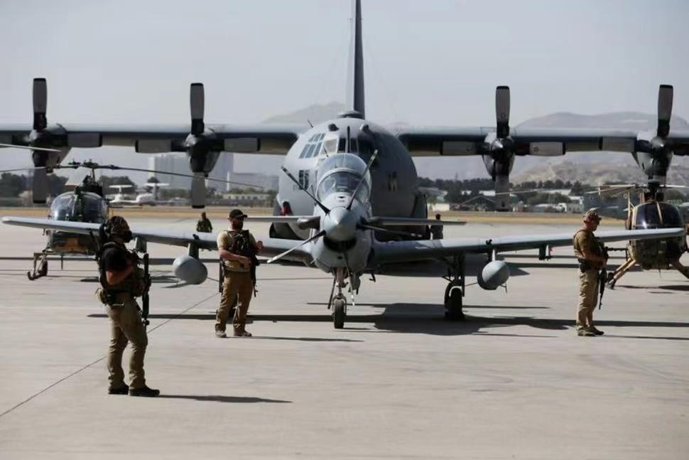 46架阿富汗军机迫降至邻国 机上有585名阿军人