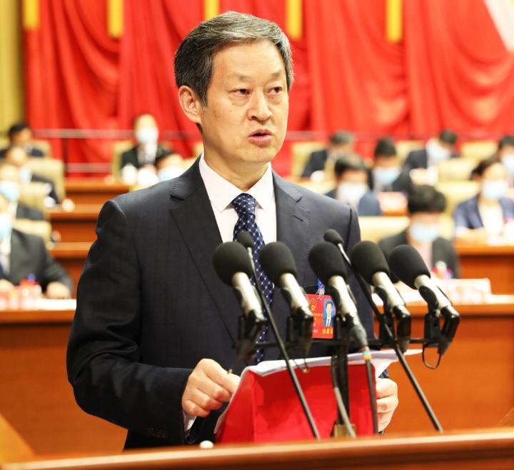 衡水市人民政府市长吴晓华作《衡水市人民政府工作报告》。