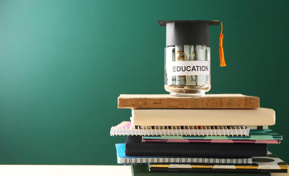 一个清淡家庭要花众少钱供孩子上四年大学?应案惹人悲戚