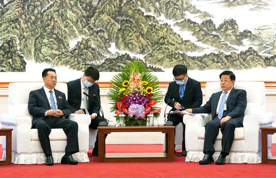 公安部部长赵克志会见朝鲜驻华大使李龙男